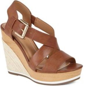 Cognac wedges with gold buckle